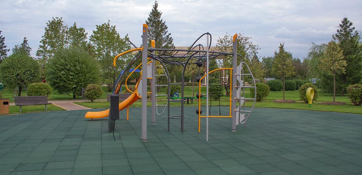 Детская площадка в парке Трех озер, КП Миллениум Парк