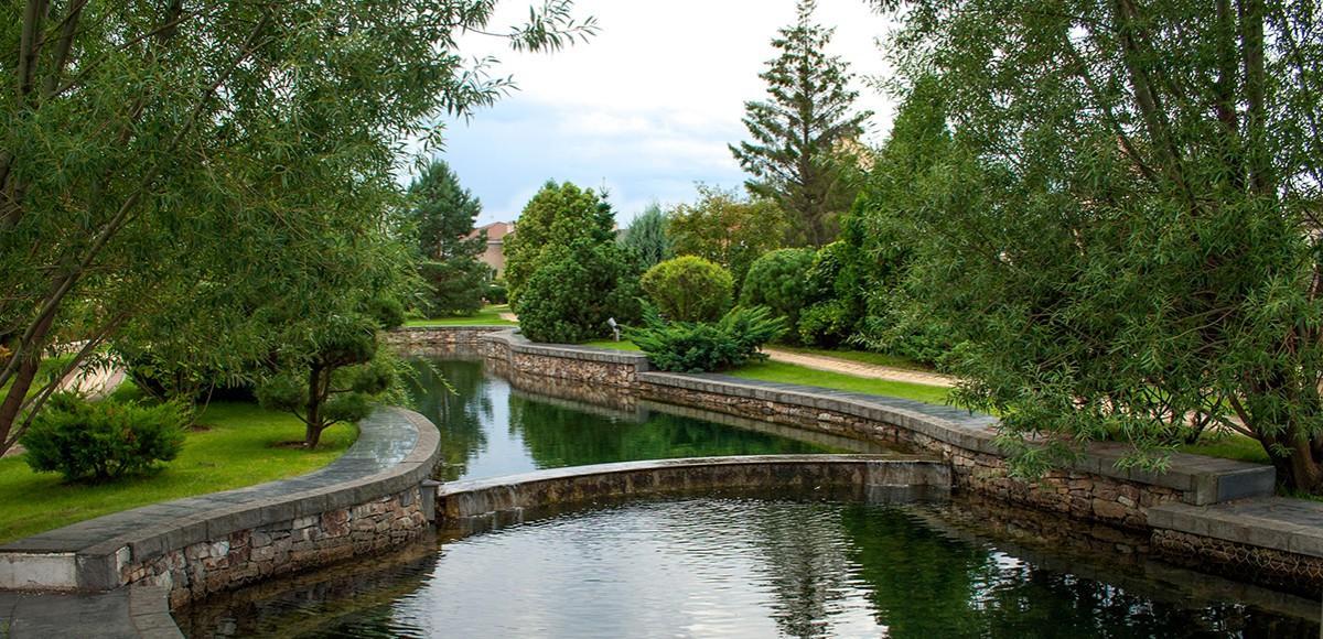 Канал, начинающийся в парке Трех озер, КП Миллениум Парк