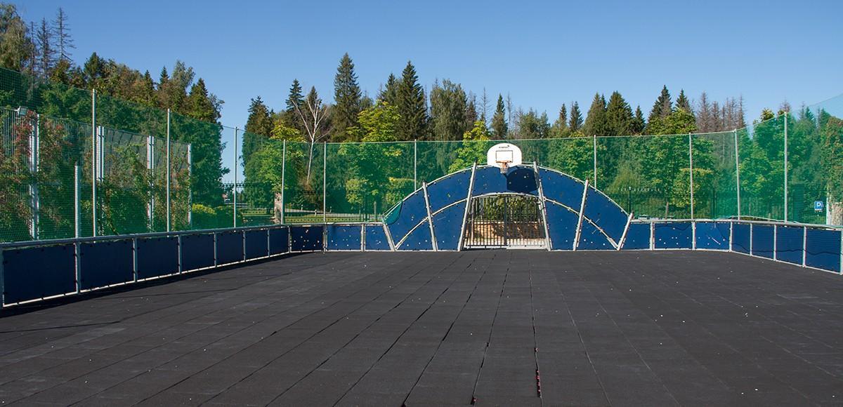 Спортивная площадка в поселке Риверсайд