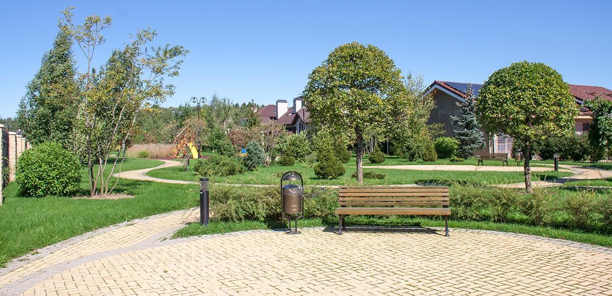 Парк в центральной части поселка Madison Park на Новорижском шоссе