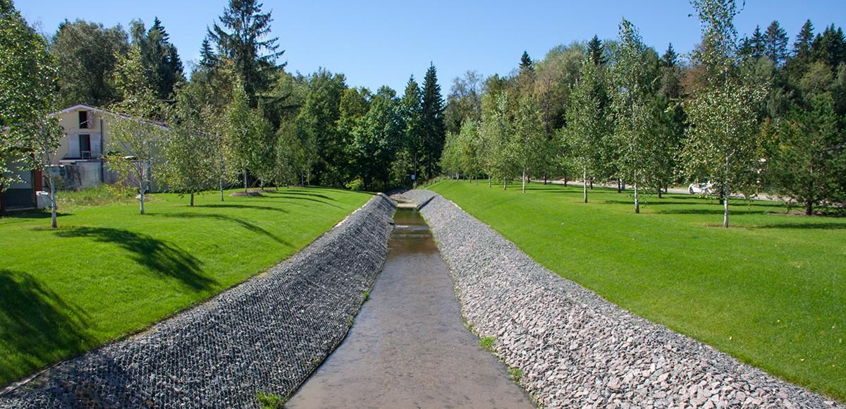 Канал в поселке Madison Park