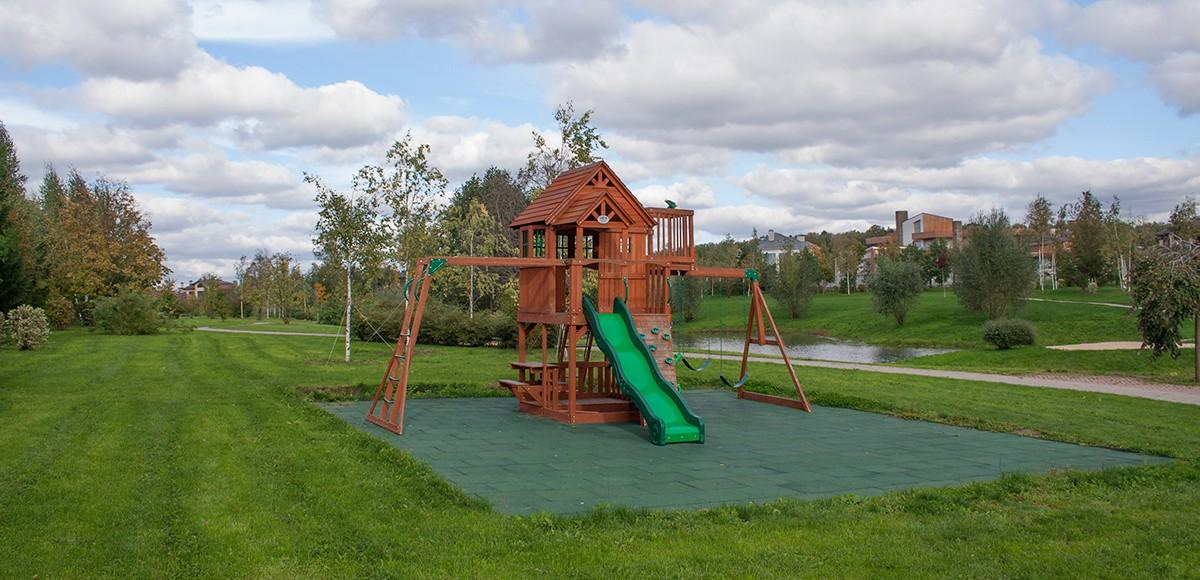 Детская площадка №2 на набережной канала, КП Монтевиль