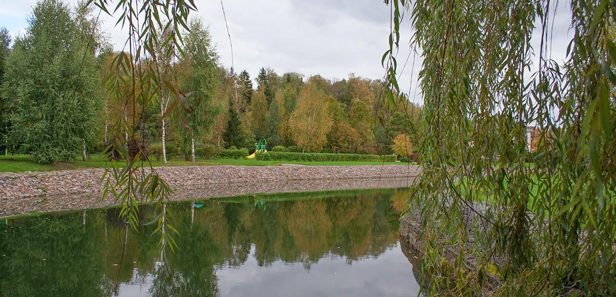 Озеро №2 с плакучими ивами, КП Монтевиль