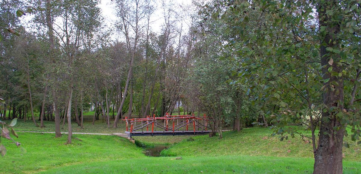 Очаровательный мостик через ручей, КП Монтевиль