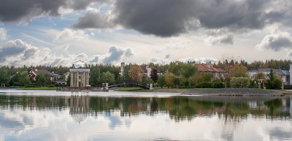 Озеро в коттеджном поселке Гринфилд