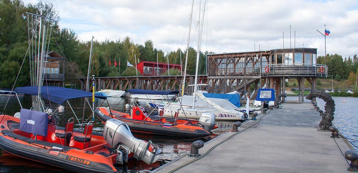 Причал для катеров в поселке-курорте Пирогово