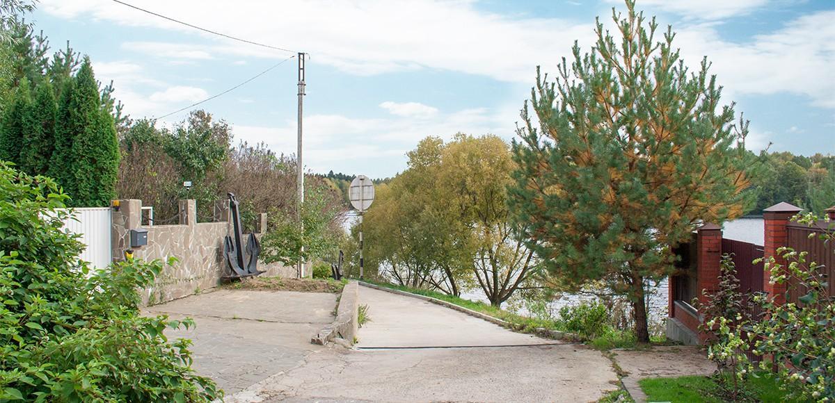 Один из спусков к Пироговскому водохранилищу, поселок Чиверево