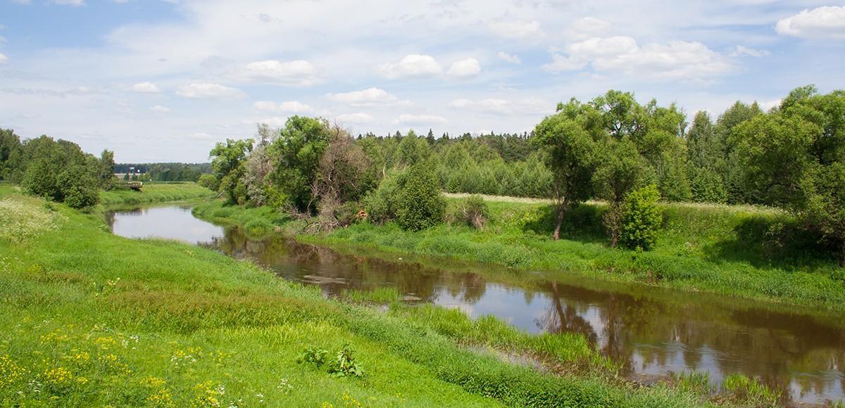 Река Истра протекает непосредственно по территории поселка Crystal Istra
