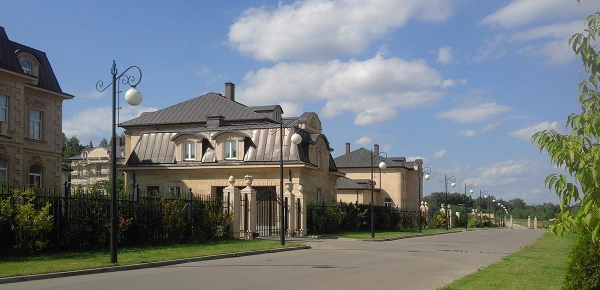 Поселок Французский квартал сдан