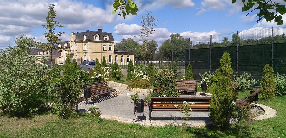 Зона отдыха в поселке Французский квартал