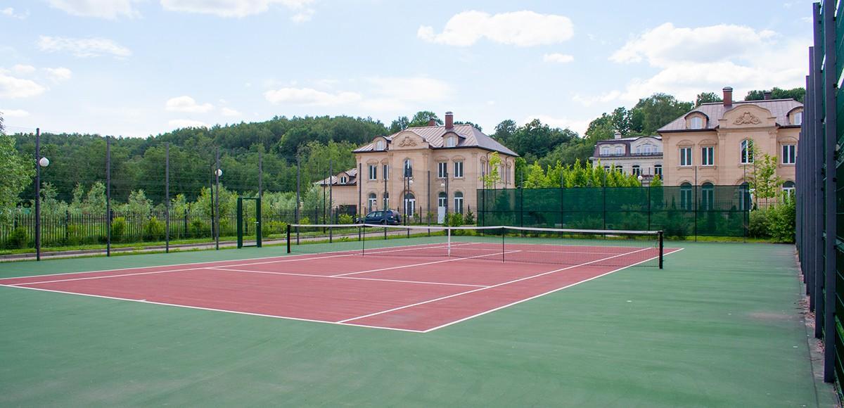 Теннисный корт в поселке Французский квартал