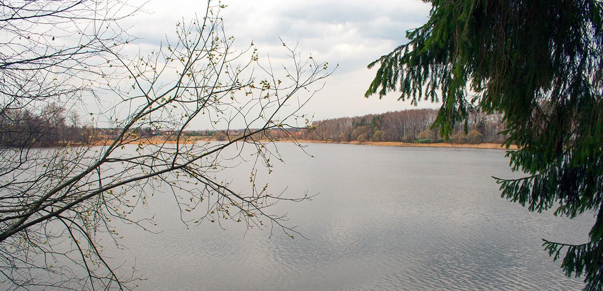 Истринское водохранилище рядом с Усадьбой Миронцево