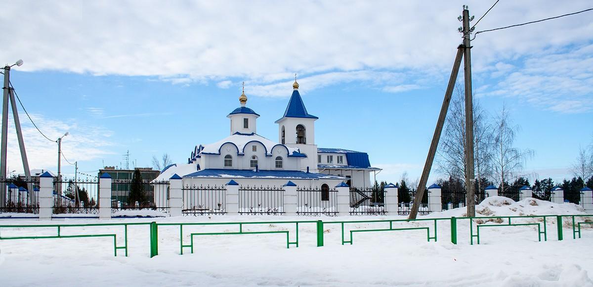 Православный храм недалеко от Усадьба Миронцево
